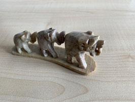 Speckstein-Elefanten, 3er Gruppe auf Speckstein-Platte - 12