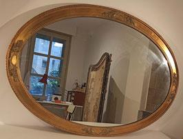 Grand miroir ancien en bois doré et décor floraux fins
