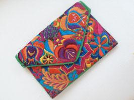 Boho Clutch / Abendtasche / Schultertasche Blumenwiese (grün) aus Mexiko