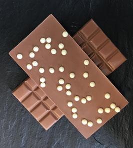 Vollmilch Schokolade 35% mit weißen knusprigen Perlen - 95 Gramm