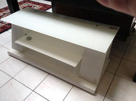 Modernes weisses Lowbard / TV-Möbel mit Glastablar