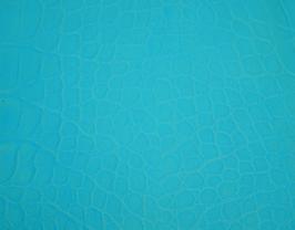 Morceau de cuir de vachette bleu ciel imprimé crocodile