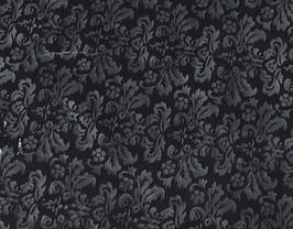 Morceau de cuir de chèvre noir imprimé fleurs grises