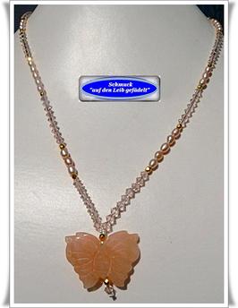 141. Perlenkette mit Schmetterling