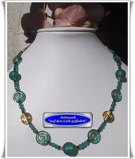 1313. smaragdfarbene Glasperlenkette mit Muranoglas-Perlen