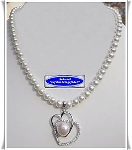901.  Perlenkette mit Herzanhänger