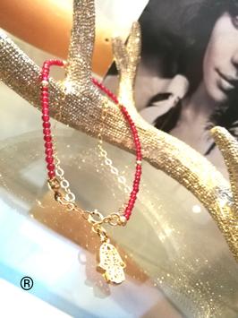 Ruby Red Jade & 14 carat gold charm Hamsa and chain / Robijn rode Jade & 14 karaats gouden bedel Hamsa en schakelarmbandje