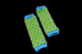 Babystulpen grün mit hellblauen Punkten