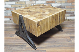 Salontafel 'Wood on stands'