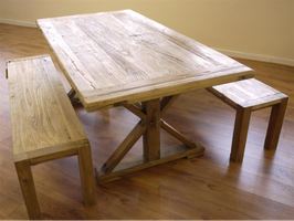 Iepenhouten tafel met 2 banken