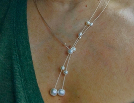 Classic pearls on a wire of silver. You can vary the lenght by yourself, by fixing one end on a position