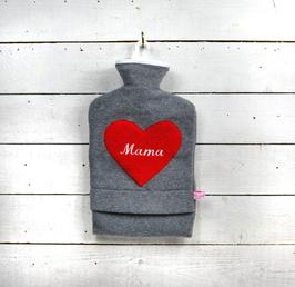 """Bestickte 2.0 Liter Wärmflasche - """" Mama """" - Herz in Rot"""