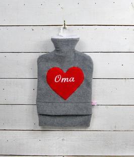 """Bestickte 2.0 Liter Wärmflasche - """" Oma """" - Herz in Rot"""