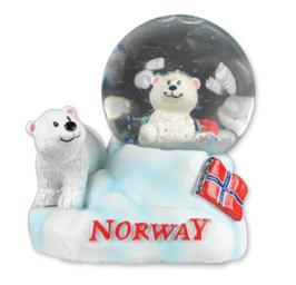 Snøkue med isbjørn og flagg