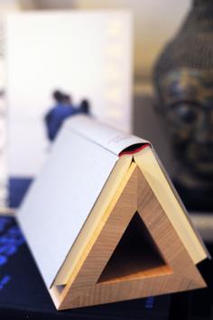 Buchablage aus Holz
