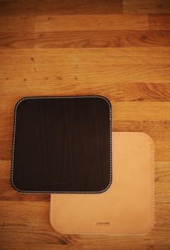Echtes Rindsleder Mouse-Pad in Stoffbeutel verpackt
