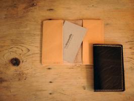Visitenkartenhalter aus echtem Rindsleder mit Stoffbeutel