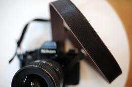 Trägerriemen für Kamera in Stoffbeutel verpackt