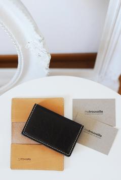 Visitenkartenhalter aus echtem Rindsleder in Stoffbeutel verpackt