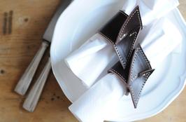 4Stk. Serviettenhalter aus echtem Rindsleder in Stofftbeutel verpackt