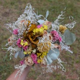 Bouquet de fleurs séchées roses et horthensia