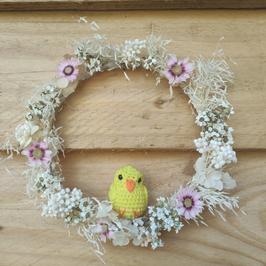 Couronne de fleurs et oiseaux.