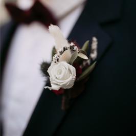 Boutonnière en fleurs séchées et stabilisées
