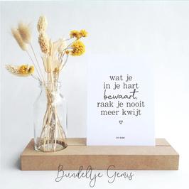 Houten houder met kaartje en vaasje excl. bloemen