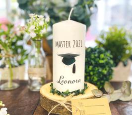 Personalisierte Geschenk Kerze zum bestandenen Master *Leonora* bachelorcap  abike2a