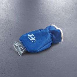 Eiskratzer in Handschuh integriert