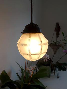 Antike Kristall Decken-Lampe mit Facettschliff & Porzellanfassung