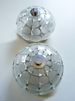 Decken-/ Wandleuchte um 1960 mit Kristallschirm & Relief-Schliff