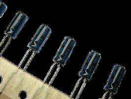 Kondensator ELKO - 4,7µF - 100V - radial. NEU
