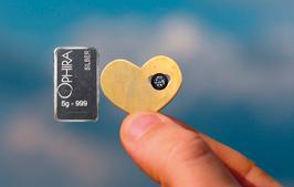 Herz im Herz mit einem Diamanten, einem Silberbarren und Etui - M3DS