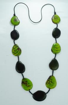 "Tagua-Kette ""Patricia"" grün/ Tagua Necklace ""Patricia""  green"