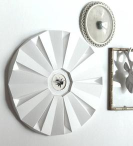 Cadre décoratif en papier avec mouche