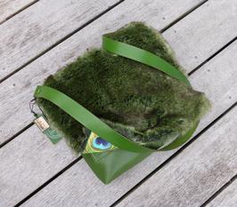 Grüne Schultertasche Nr 425 mit Pelzimitat