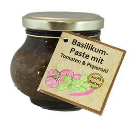 Basilikum-Paste mit Tomaten & Peperoni