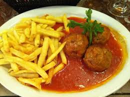 Boulettes sauce tomate + frites
