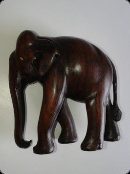 Eléphant en bois exotique