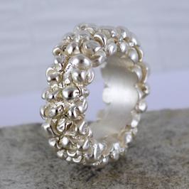 Silber-Ring mit Kugelstruktur