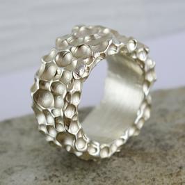 Silber-Ring mit Kraterstruktur