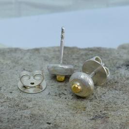 Silber-Ohrstecker mit Goldkügelchen