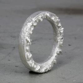 Silber-Ring mit seitlichen Silberverzierungen