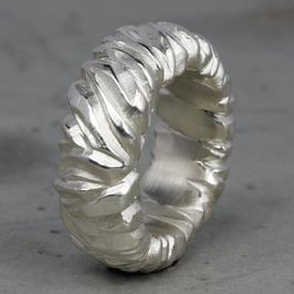 Massiver Silber Ring mit felsiger Struktur