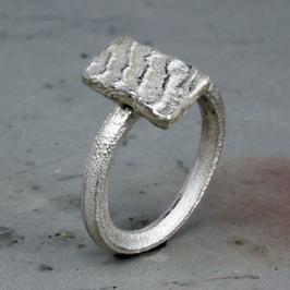 Feiner Silber-Ring mit Ossa Sepia Struktur
