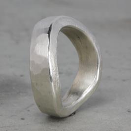 Sandguss Silber-Ring mit Schwung