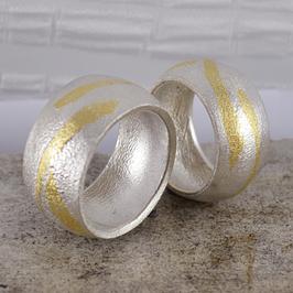Ehe-/Partnerringe: Zwei Silber-Ringe mit Feingoldeinlagen