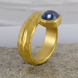Ring aus reinem Gold
