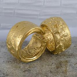 Ehe-/Partnerringe: Zwei Gelbgold-Ringe rustikal